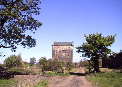 Approach to Niddry Castle