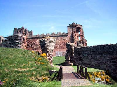 Main and only entrance to Tantallon Castle